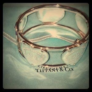Tiffany &Co Love Hinge cuff